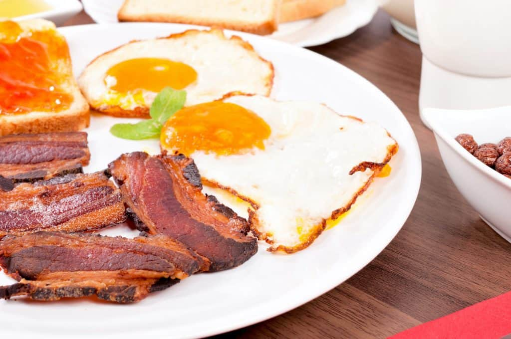 bacon and eggs, how to clean a cast iron skillet after cooking bacon